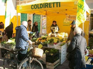 Mercatino organizzato dalla Coldiretti | cosedellaltrogusto.it